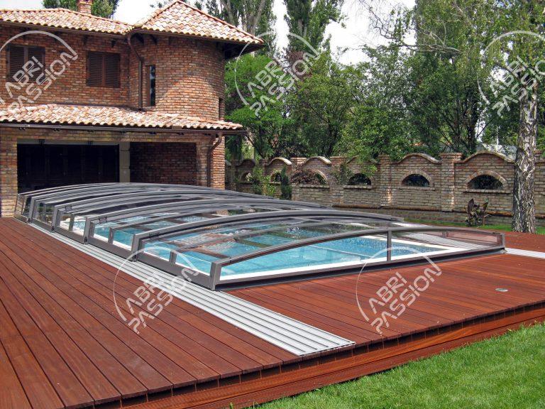 abri de piscine rétractable plat modèle corona