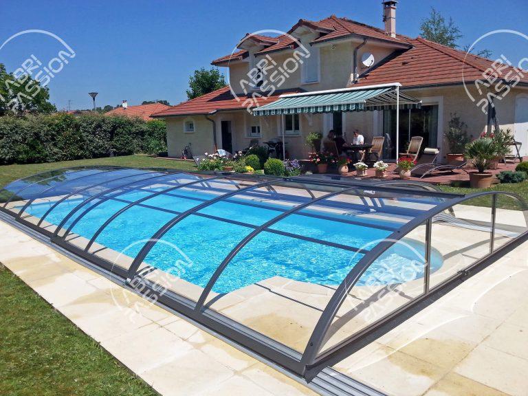abri de piscine rétractable bas modèle cristal
