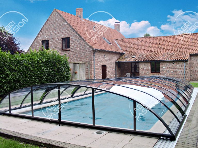 abri de piscine rétractable bas modèle elegant