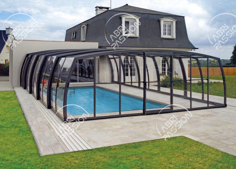 abri de piscine rétractable haut modèle omega