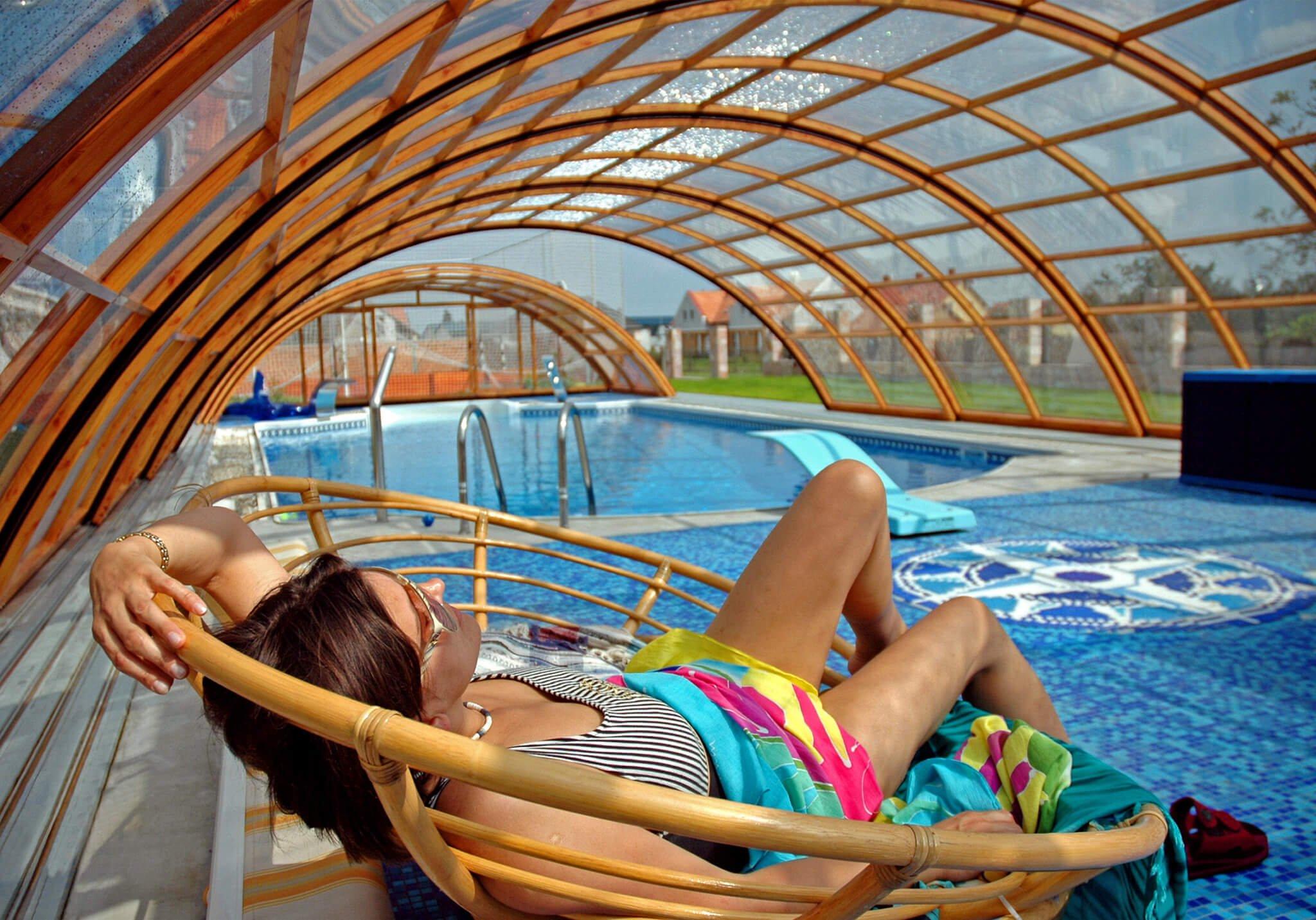 Abris piscine avec terrasse
